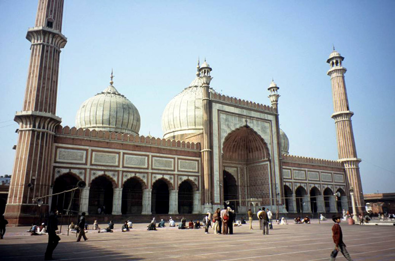 View of the prayer chamber at the Jami' Masjid (Delhi), founded as the imperial congregational mosque of the Mughal emperor Shah-Jahan in the 17th century. <em>Photograph: Jacqueline Ganem</em>
